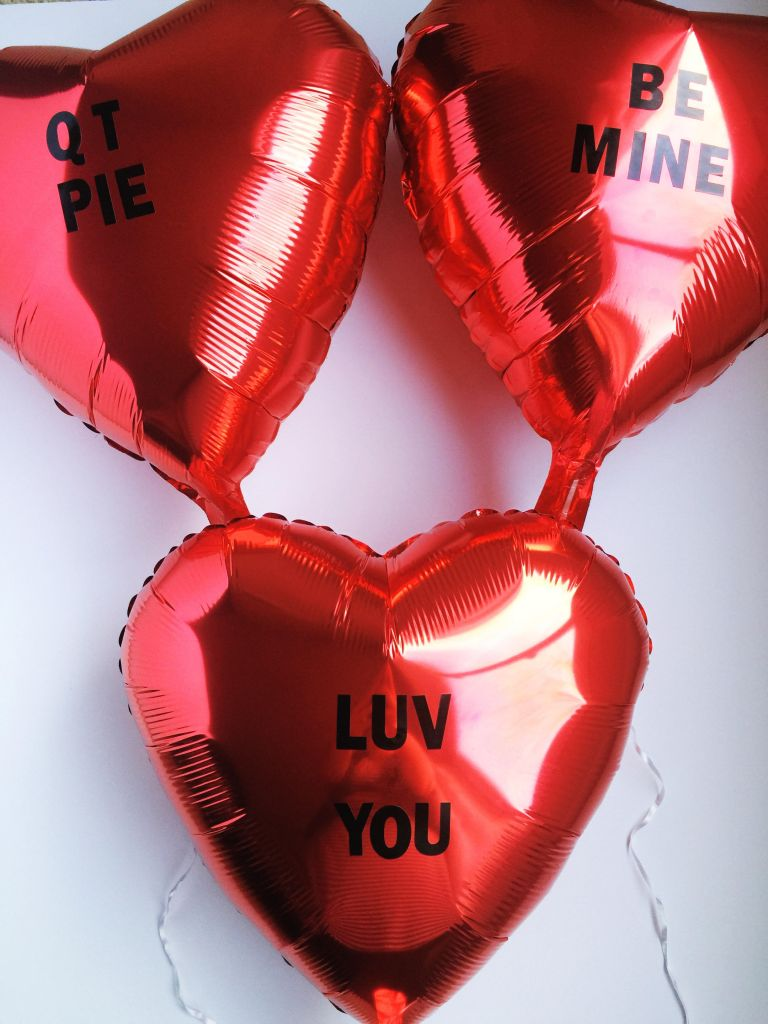 diy-valentines-2017-conversation-heart-balloons