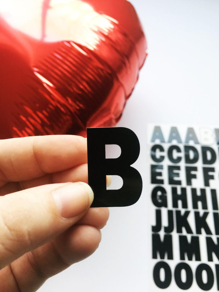 diy-valentines-2017-conversation-hearts-balloons-4