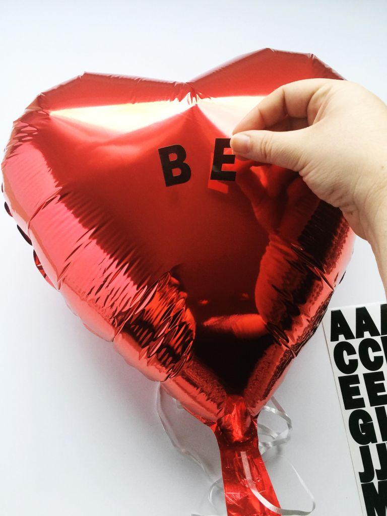 diy-valentines-2017-conversation-hearts-balloons-5